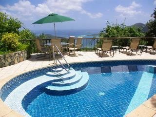 Satinwood: private, breezy eco-villa with an amazing View!