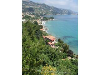 villa d'arte,charming seaview apartment, Imperia