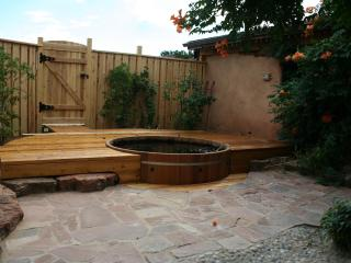 Cedar Tub and Private Courtyard