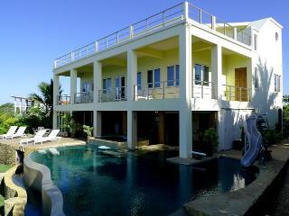 CasaOlaPerfecta-Surfer's Paradise-Beachfront Home!, Playa Negra