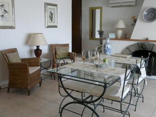 Light and spacious Living Room, seating for 8, air conditioned