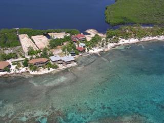 Slumberland beachfront villas - 1st class diving, Utila