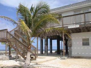 Turtle Run-Oceanfront Private Home on Cayman Brac, Caimán Brac