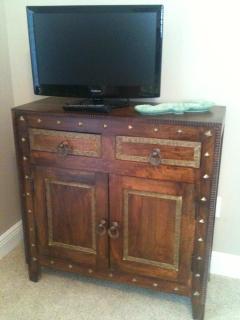Smart TV in Queen and Twin bedrooms