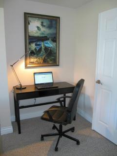computer station/writing desk