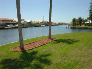 Waterfront Home w/ Pool,160' of waterfront, kayak, Apollo Beach