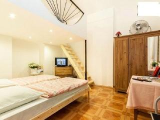 BEST PRICE BEST LOCATED FREE WIFI/ 4 PERSON, Budapest