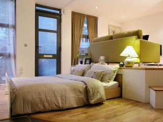 Immaculate Vacation Rental at Canary Wharf for 2, London