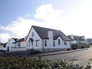Tara Lodge, Holiday Accommodation. Sleeps 8. 4 Bedrooms, 3 Bathrooms.