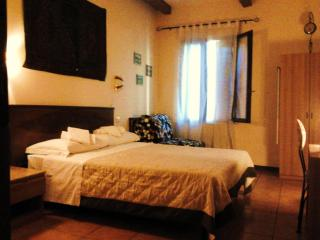 Valeria Apartament near Rialto Bridge, sleeps:2-9, Venice