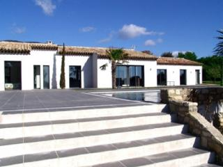 Holiday rental Villas Cucuron - 8km Lourmarin - (Vaucluse), 320 m², 5 000 €