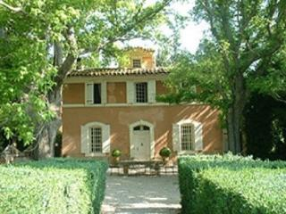 French Farmhouse Holiday Rental with a Pool, Aix en Provence