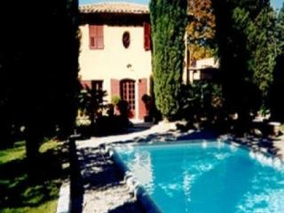 Gorgeous 3 Bedroom Aix En Provence Vacation House Rental, Aix-en-Provence