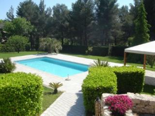 Amazing 4 Bedroom Holiday Rental Villa with a Pool, Aix En Provence, Aix-en-Provence