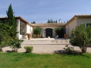 Holiday rental Villas Saint Remy De Provence (Bouches-du-Rhone), 350 m2, 6 500 €