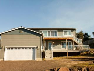 Sunset Dunes newer 5 bdrms, 3 bath, lots of space.