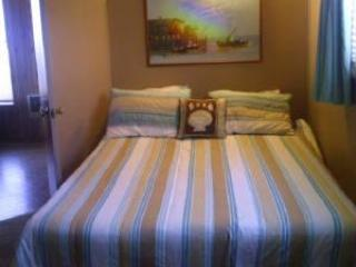 Seafarer\'s Cabin Crews Quarters with Queen Bed and attached Bath