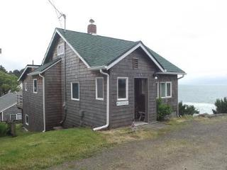 Gertie's Cabin with unobstructed ocean views!, Oceanside
