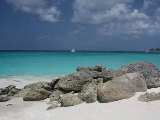 Bada i de närliggande Karibiska havet - det är verkligen så blå som detta!
