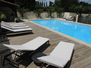 Olive House - Heated Pool - Child friendly gardens - Beach 10mins, Perpignan