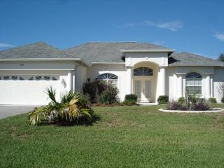 Lake Marlin 2 - spacious lake front home with pool, Port Charlotte