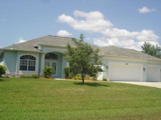 Kingfishers - lake home with pool and spa, Port Charlotte