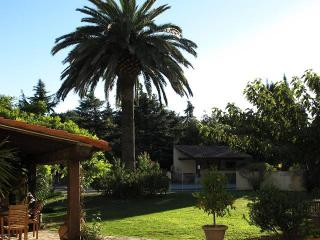 Olive House - Heated Pool - Child friendly gardens - Beach 10mins