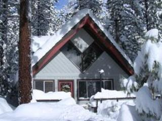 Cozy Mountain Chalet with Private Hot Tub, Incline Village