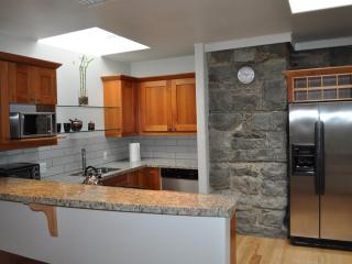 Apt #4: Cook in with a furnished kitchen or eat out and enjoy many of Nelson\'s local restaurants.