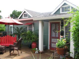 Apartment A, A Bed and Breakfast Cottage, Abbeville