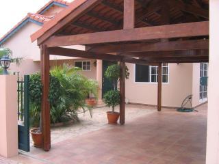 Aruban Tropical Villa in Punto de Oro, Noord