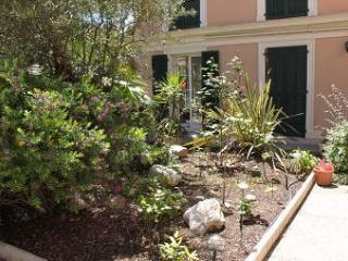 SPACIOUS 2 BEDROOM GROUND FLOOR APARTMENT IN NICE AT ONLY 200 M FROM BEACHFRONT