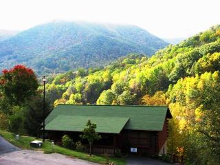True Mountain Views! Very Spacious! Reserve now for Spring, Summer & Fall., Maggie Valley