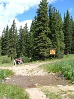 Parking area for fishing and hiking up Middle Fork Road