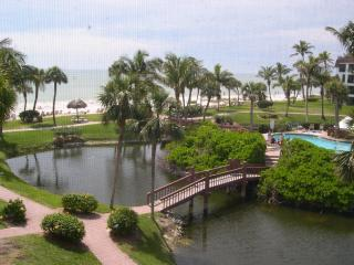 Pointe Santo E31: Corner Unit Close to Beach, Isla de Sanibel