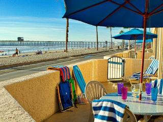 Stroll to pier, breweries from beachfront location, Oceanside