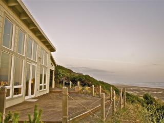 Gorgeous Oceanfront Beach House - Unique on Coast, Seal Rock