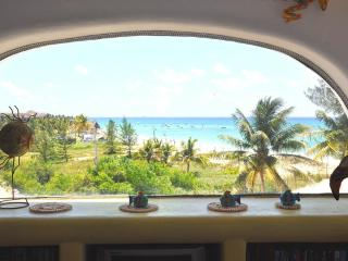 NA301F- Beachfront Condo with Amazing Ocean Views, Playa del Carmen