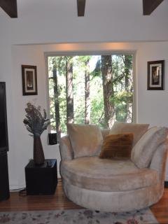 Oh so comfy chair with 360*swivel so you can visit with friends, take in the view or watch TV