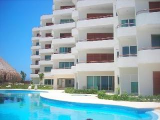 Amazing Casa Bendicion Condo on Beach w/ Huge Pool