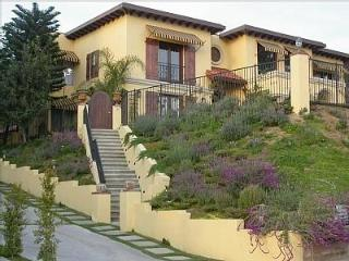 Special RATES *** PRIVATE Hollywood Villa w/ Views (4br + 3.5bath)
