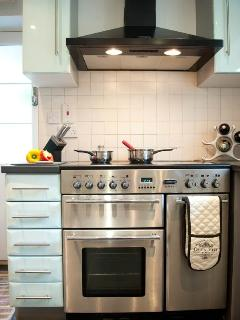 Range cooker does family meals with ease