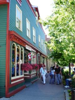 Shops down the Main High Street in Niagara on The Lake