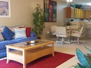 Perfect Location! 2 BR Spacious & Clean Condo 2 Blocks from Beach, Indr Pool/Jac