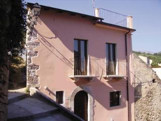 Casa Rosa detached village house Abruzzo, Sulmona, roof terrace, garden, WiFi