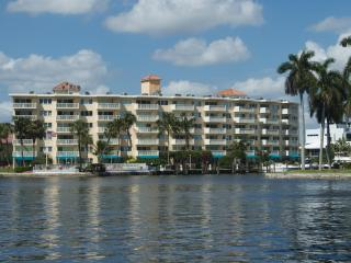 2/2 Yacht & Beach Club Condo on the Intracoastal, Pompano Beach