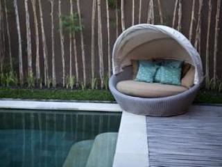 Sofa on Swimming pool resize