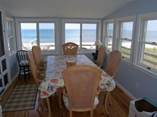Dining room with views of the beach