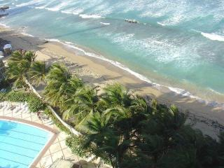 Oceanfront Studio with Pool on Condado Beach, San Juan