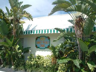 Sunny Place Apartments - One Block to Beach, Pompano Beach